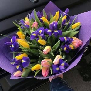 Сборный букет тюльпаны и ирисы R1245