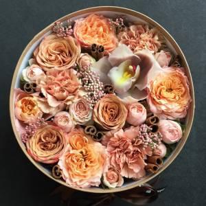 Пионовидные розы и орхидея R850