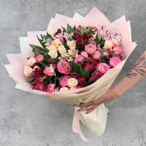 Сборный букет с альстромерией и розой R1214