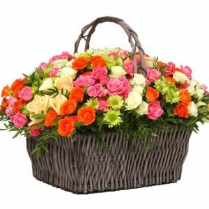 Сборная корзина с хризантемой и розами R321
