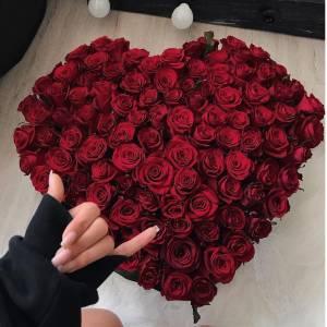 Сердце из 101 красной розы с оформлением R2509