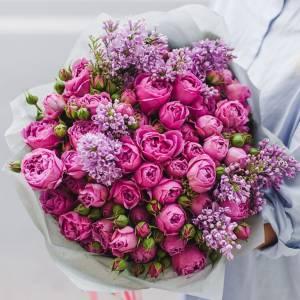 Сборный букет из пионовидных роз и сирени R520